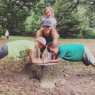 ⏰ DO THIS FOR 1 MINUTE TODAY! ⏰  Earlier this week my friend @katiesmorford challenged me to post a photo of myself doing a plank. To help support her 30-day plank challenge, here I am, with my fave workout pals, Willa and Leo, plus a little extra weight from Phoebe😉 Honestly, I ❤️ planks. Why? Glad you asked😁 When I was post-partum and my abs literally felt like they had been obliterated, it was the one core exercise I could do. It took a long time, but thanks to workouts from @bodiesynergyfitness and some extra time at home, I slowly rebuilt my core after each 👶🏼  Planks are safe (as long as your shoulders are directly over your wrists) and crazy effective at working your abs and getting you 💪🏽 Plus you can do them anywhere! On a park bench, in a hotel room, at the 🏖 —wherever! And the variations are endless too (have you tried 🐻 crawl plank?)  So now I'm tagging @elicarlson and @djblatner to post their own plank pics and tag 2 friends—go! Thanks for the inspo Katie!  PS: My free Summer Fitness Guide has great outdoor workouts, plus healthy snacks to fuel your fitness. Grab the link 👆  #plankchallenge  #getstrongertoday  #staystrong  #fitfam  #fitmoms  #fitover40  #corestrength  #plankworkout  #bodyweightworkout  #musclesmatter  #outdoorworkouts  #westchestermoms  #workoutwithyourkids