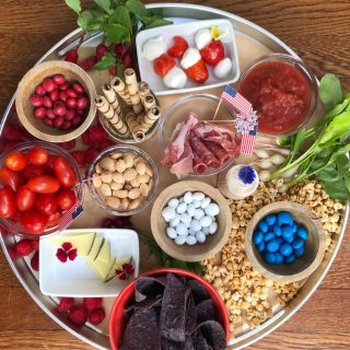 ❤️ RED, WHITE & BLUE SNACK TRAY 💙 I'll be honest folks, we're on Day 3 of no AC during a heat wave and we've all been sleeping in the basement on the 🛋 My kids gave me a really hard time this morning 😫 and I will not be cooking up a storm for the 4th 🇺🇸 Sometimes that's how life goes 🤷♀️ And that's OK, because I can still make a tasty #snacktray filled with 😋 treats. Hopefully I'll be able to enjoy mine inside in the AC. Looking to build a patriotic tray like this? ❤️ 🤍💙 Here are some things to include: 🇺🇸 Mini skewers of baby mozzarella + peppadew peppers 🇺🇸Tiny and sweet turnips from @chefsgardenpr  🇺🇸Blue tortilla chips from @xochitl_chips  🇺🇸Popcorn 🍿 from @pipsnacks  🇺🇸Aged 🐐 🧀 from @vermontcreamery  Whatever ❤️🤍💙 goodies you and your crew like! ENJOY! 💥 And if you're looking for some lighter drinks 🍺 🍷 🍹 to pair with your snacks, grab the link to my latest @todayshow piece in my stories😁 #snacktray  #redwhiteblue  #patrioticfood  #july4thfood  #nocookingrequired  #heatwave  #nostressfood  #nocookingtonight  #nostressentertaining  #staycool  #snacktraysupper  #snackinspo #snackboard