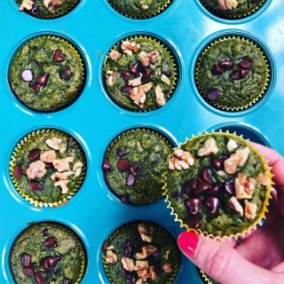 💚 GREEN SMOOTHIE MUFFINS 💚 When you want the benefits of a smoothie , but the cozy satisfaction of a muffin—this is what you need! They are awesome for moms, kids (yes, my kids 💚 these), and anyone who needs more iron 💪🏽  You need your blender for this one—you literally blend the ingredients up like you would for a #greensmoothie (spinach, 🍌 🥛 vanilla) but then you add 🥚 and dry ingredients (whole oats, whole wheat flour and oat flour).  They bake up in just 20-22 minutes and you have breakfast prepped for the week! Perfect for you and the kiddos as you head out the door for camp 🏕 and other summer adventures 👍 Grab the recipe 👆 or DM me for it😋 #greensmoothie  #greensmoothiemuffin  #spinachmuffins  #babyspinach  #eatmoreveggies  #getmoreiron  #easymealprep  #breakfastprep  #healthybreakfastideas  #quickandhealthy  #getkidstoeatveggies  #ironrichfoods  #wholegrainbaking