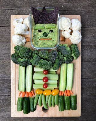 👻 SPOOKY SNACKS! 👻 Halloween 🎃 is creeping up on us and my crew and I will be celebrating all week. We've got plenty of 🍭 in the house and there will be tons more soon, so I like to bring some fun and healthy Halloween treats to the table too. Scroll through to see Frankenguac, a Halloween 👻 snack tray, mummy bars and festive yogurt bark. The link in my bio gives you all the steps for making these ghoulish treats 😁 And stick around, because there will be more frightfully good things coming your way this week! 🧛🏽♂️ 👿 👻🎃 🧙♀️  #healthyhalloween  #healthyhalloweentreats  #halloweentreatsforkids  #spookysnacks  #playwithyourfood  #frankenguac  #halloweenfood  #eatingincolor